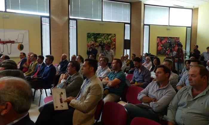 Representantes del sector de los frutos rojos de Huelva que han asistido a la presentación.