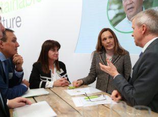 Bayer colabora con dos ONGs para mejorar el apoyo a los pequeños agricultores de todo el mundo